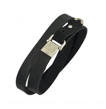 Безразмерный кожаный браслет черного цвета с серебряным замком